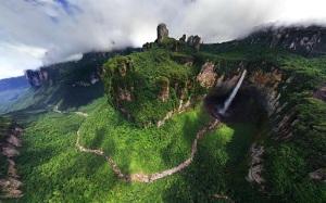 1-Dragon Falls - часть водопада Анхель в Венесуэле