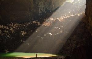 17-Игра света внутри самой большой пещеры в мире - Шондонг