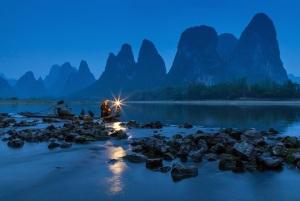 2-Рыбак с фонарем на реке Ли в Китае