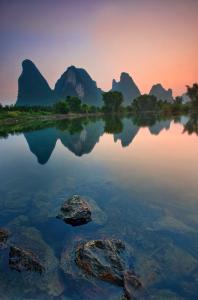 8-Горные вершины на берегах реки  Лицзян, Китай