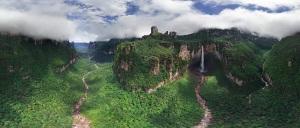 9-Панорамный вид на водопад Дракон в Южной Америке